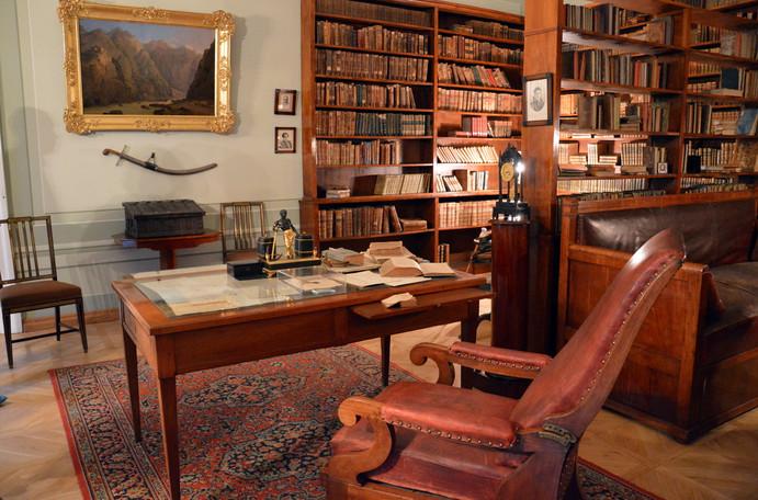 помогите написать сочинение к фотографии кабинет пушкина термобелье